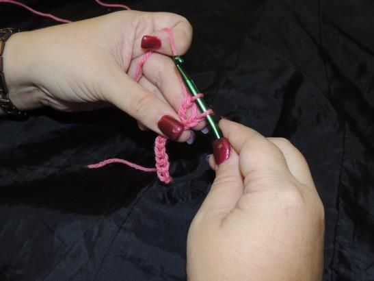 Pull through 2 Loops on hook (2 Loops on hook)